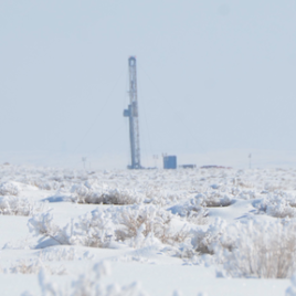 A drill rig in Uintah Basin, Utah. (Photo Credit: Scott Sandberg, NOAA)
